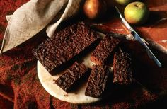 This easy to make traditional Yorkshire parkin recipe is the stuff of winter nights and bonfires but can be enjoyed year-round. Irish Recipes, Sweet Recipes, English Recipes, English Desserts, Parkin Recipes, Yorkshire Parkin, British Cake, British Desserts, Scottish Desserts