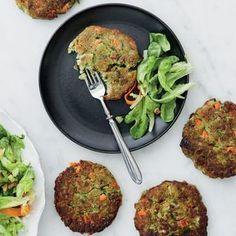 Nämä helpot papupihvit sopivat täydellisesti burgerin väliin ja sopivat myös vegaaneille ja keliaakikoille. Valitse suosikkimausteesi kolmesta...
