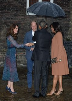 hrhduchesskate:  The First Couple Visit the Royals, Apartment 1A, Kensington Palace, April 22, 2016-The Duke and Duchess of Cambridge greet President Barack Obama and First Lady Michelle Obama