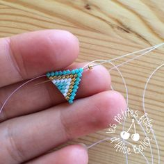 Tutorial: Brick stitch weaving - Level 1 - Alice Balice - sewing and DIY creative hobbies - To begin the discovery of brick stitch, I suggest you make this pair of loops . Beaded Earrings Patterns, Beading Patterns Free, Beading Tutorials, Diy Earrings, Earrings Handmade, Handmade Jewelry, Beaded Rings, Beaded Bracelets, Brick Stitch Earrings