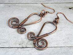 Filo di rame avvolto orecchini, orecchini di filo di rame martellato e anticato, fatto a mano in USA