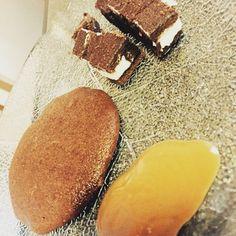 Nutella-Kekse in nur 10 Minuten X X X 1 halbes Glas Nutella (200 gramm) 1 kleines Glas Mehl 1 Ei X X X Alle Zutaten gut vermischen und auf einem Backblech in Keksform verteilen. Im Ofen bei 175°C Umluft für 10 Minuten backen. Servieren mit zB Karamellsauce und Monte-häppchen (siehe Foto) ❤ I Love It #cookie #nutella #loveit #tasteit #tastegood #instagood #cooking #rezept #homemade #sweet #photooftheday #chocolate #happy #imthebest