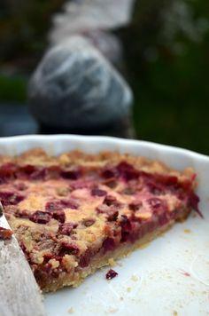 Hæld det smeltede smør i melblandingen og rør det hele sammen til en dej. Danish Dessert, Danish Food, Pie Dessert, Sweet Recipes, Cake Recipes, Dessert Recipes, Quiches, Rhubarb Recipes, Pizza