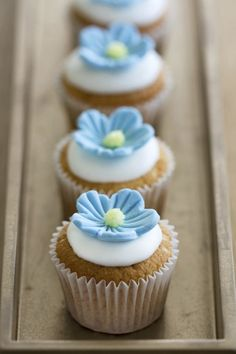 Beautiful Cake Pictures: Pale Blue Flower Cupcake: Cupcakes, Cupcakes With Flowers Fondant Cupcakes, Cupcake Fimo, Baking Cupcakes, Cupcake Recipes, Fondant Toppers, Cupcake Toppers, Fondant Bow, Fondant Tutorial, Cupcake Flower