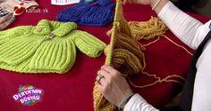 Knitting pattern free video Deryanın Dünyası 5 Mart perşembe günü Derya Baykal bebek yeleği ve bebek hırkası yapımını videolu olarak anlattı. Deryanın Dünyası bebek yeleği yapımını