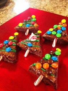 Christmas tree brownies | Christmas cookies | holiday baking with kids #christmascookies #christmastreebrownies