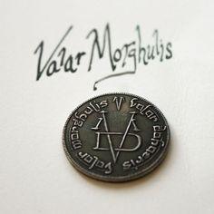 Moneda de hierro del hombre sin rostro Morghulis en juego de