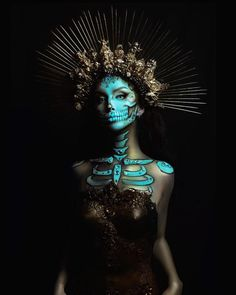 41 Most Jaw-Dropping Halloween Makeup Ideas That Are Still Pretty: Pretty Skull Makeup / Click though to see more awe inspiring pretty Halloween makeup looks, gorgeous Halloween makeup and Halloween costumes. Looks Halloween, Halloween Costumes, Dark Halloween Makeup, Sugar Skull Halloween Costume, Halloween Makeup Artist, Makeup Fx, Skull Makeup, Dead Makeup, Mascara Primer