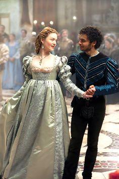Lucrezia Borgia e Alfonso d'Aragona - Historical Clothing Italian Renaissance Dress, Mode Renaissance, Renaissance Fashion, Renaissance Clothing, Medieval Dress, Lucrèce Borgia, Los Borgia, Fashion Tv, Fashion History