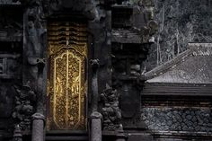 Buildings covered with thick volcanic ash after the eruption of Mount Agung in Bali, Indonesia New Pictures, Cool Photos, Volcanic Ash, Picture Editor, White Swan, Urban Exploration, S Pic, The Guardian, Big Ben