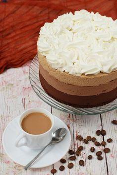 Kávés csokoládémousse-torta recept - Kifőztük, online gasztromagazin Cold Desserts, Dessert Drinks, Sweet Recipes, Cake Recipes, Dessert Recipes, Creative Cakes, Creative Food, Mousse, Traditional Cakes