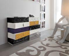 Dal design frizzante ed originale, questa cassettiera disassata è pensata per adattarsi ad ogni tuo desiderio... Maori, rebecca o Diamond. Complemento...