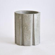 Mira este artículo en mi tienda de Etsy: https://www.etsy.com/es/listing/293521765/vaso-estriado-para-el-bano-de-cemento