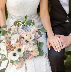ブーケ ペールトーン ペールピンク シルバーグリーン アネモネ bouquet palepink silvergreen anemone Wedding Bouquets, Wedding Flowers, Wedding Dresses, Chic Wedding, Love Art, Floral Arrangements, Floral Design, Floral Wreath, Bridesmaid Dresses
