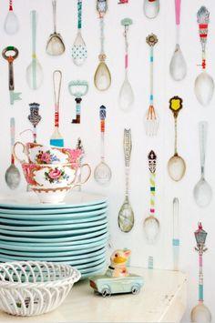 Studio Ditte behang Theelepeltjes bij Behangwebshop Leuk voor het wandje in de keuken!