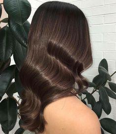 Sleek+Wavy+Brunette+Hairstyle