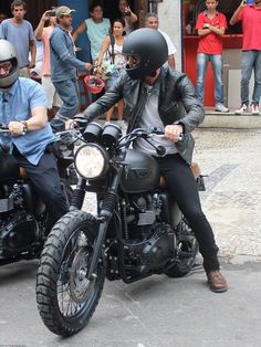 On your bike! David Beckham lands in Rio de Janeiro to film commercial ahead of this weekend's Carnival T100 Triumph, Triumph Cafe Racer, Cafe Racer Bikes, Cafe Racer Motorcycle, Moto Bike, Motorcycle Style, Motorcycle Outfit, Triumph Motorcycles, Vintage Motorcycles