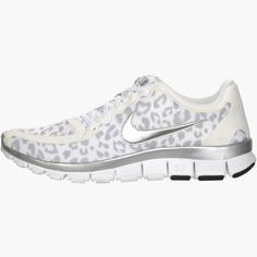 Nike Free women sneakers in white cheetah / leopard, wolf grey & silver Nike Tights, Nike Boots, Air Max Sneakers, Sneakers Nike, Nike Wedges, Nike Outfits, Workout Outfits, Workout Gear, Trendy Outfits