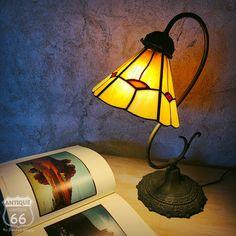 USA ヴィンテージ ステンドグラス シェード テーブルランプ ナイトランプ アンティークランプ ベッドサイドランプ 【I-114-018】   Antique Style~【アンスタ】アメリカ買付けのヴィンテージ・アンティークのおみせ。 Table Lamp, Lighting, Antiques, Lamps, Vintage, Home Decor, Antiquities, Lightbulbs, Table Lamps