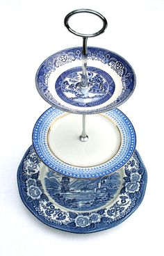 Vintage cake stand @Libby Chandler love the blue
