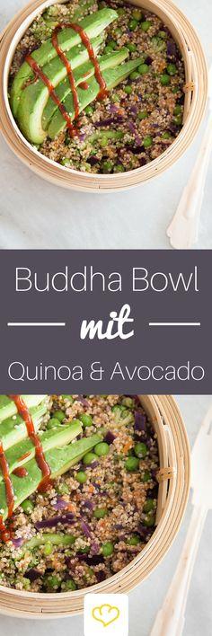 Superfood Buddha-Bowl mit Quinoa und Avocado Mehr Superfood in einer Mahlzeit geht nicht! Zarter Quinoa macht lange satt und versorgt dich mit jeder Menge Proteine. Buntes Gemüse steuert viele gute Vitamine bei. Und die gesunden Fette der Avocado darfst du dir in dieser fantastischen Buddha Bowl auch nicht entgehen lassen