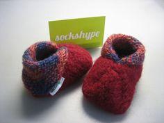<b>Anleitung: Babyschuhe stricken</b> – aus Filzwolle