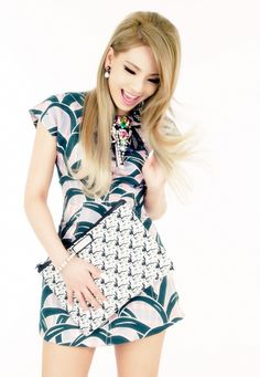 CL looks so beautiful in this picture!!