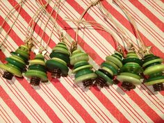 Christmas Tree Button Necklaces or Gift Ties - Wonderful Idea!