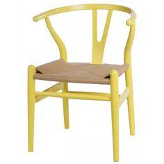 Eleganckie krzesło wykonane z litego drewna. Lekki kształt i ergonomicznie wygięte oparcie powoduje, że krzesło jest bardzo wygodne w użytkowaniu. Siedzisko wykonane jest z plecionki z naturalnych włókien.