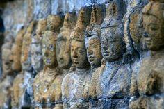 Bas-reliefs au temple de Borobudur (Indonesia   Indonésie)