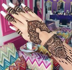 Beautiful henna design! Absolutely gorgeous