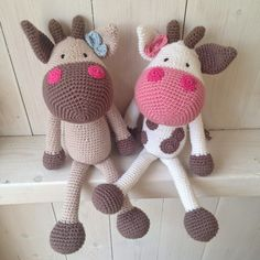 Crazy in Yarn: cow issues ♥ no pattern..i like the colors used..notice the different colored ears..