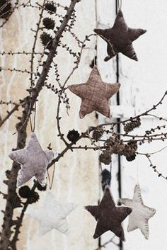 Ive made these before and huge hit~ they are a fun and rustic star ornaments, another easy make to share with family and friends.