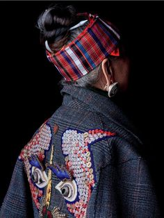 Fashion Chic inspired by Miao Embroidery http://www.chinesefashionstyle.com/