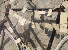 Molto vintage l'idea di collocare il tableau su una bicicletta #tableaumariage