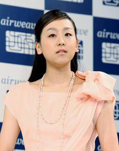フィギュアスケート女子の浅田真央(中京大)は3日、東京都内で行われた寝具メーカーの新CM発表会に出席した際、ソチ五輪シ…