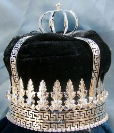 Imperial State Mens King Rhinestone Silver and black Crown If you are looking for elegance, majesty, versatility and charm, this is the crown to order. Adaptable to many ocassions, the crown is made w Royal Crowns, Royal Tiaras, Royal Jewels, Tiaras And Crowns, Crown Jewels, Diamond Tiara, Medieval Jewelry, Pageant Crowns, Kings Crown