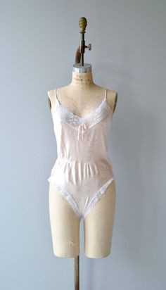 Vintage 1970s pale pink romper with floral design, lace trim around legs and neckline, elasticized waist and snap closure between legs.  ✂-----Measurements  fits like: small/medium bust: 36 waist: 28-32 length: 28 brand/maker: Elissia condition: excellent  to ensure a good fit, please read the sizing guide: http://www.etsy.com/shop/DearGolden/policy  ✩ more lingerie | swim ✩ https://www.etsy.com/shop/DearGolden?ref=hdr_shop_menu&amp...