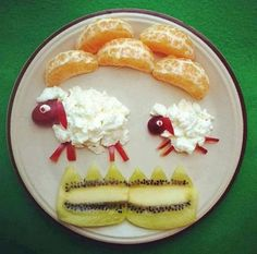 Food Art Adds Fun and Amazing Edible Decorations to Eating Experience funny food - kreatives essen f Cute Snacks, Cute Food, Good Food, Funny Food, Baby Food Recipes, Snack Recipes, Cooking Recipes, Yogurt Recipes, Detox Recipes