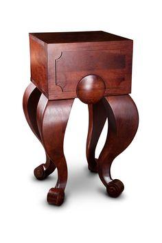 Noční stolek Elisabeth potěší všechny milovníky luxusu. Jeho velkoryse pojatá tvarová koncepce mu nijak neubírá na funkčnosti a má tak maximální potenciál stát se Vaším oblíbeným kusem nábytku. Zatímco horní část stolku má spíše klasický tvar a čelo hlubokého šuplíku zdobí decentní dřevořezba, spodní část stolku využívá naplno možností, které kvalitní dubový masiv nabízí. Pompézní křivky nožek jsou zakončeny vyřezávaným stočeným ornamentem v klasickém stylu. Horn, Stool, Table, Furniture, Home Decor, Luxury, Decoration Home, Room Decor, Horns