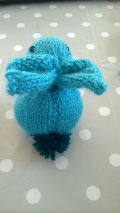 What to do with leftover wool? … Gift Idea N ° 2 – Eternal beginner – Fournitures pour animaux Crochet Diy, Knitting For Beginners, Knitting Projects, Baby Knitting, Winter Hats, Presents, Gift Wrapping, Concept, Wool