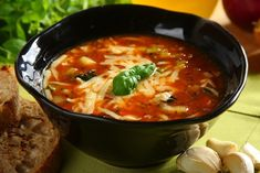 Włoska zupa minestrone - przepis krok po kroku - przepisy.pl Soup Recipes, Vegetarian Recipes, Cooking Recipes, Healthy Recipes, My Favorite Food, Italian Recipes, Food To Make, Food Porn, Food And Drink