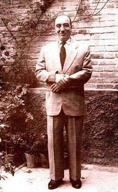 ابوالحسن صبا، فرزند ابوالقاسم کمالالسلطنه در سال ۱۲۸۱ خورشیدی در خانوادهای آشنا به موسیقی و اهل ادب متولد گردید. پدرش، کمالالسلطنه، پزشک، ادیب و دوستدار موسیقی بود. او سهتار مینواخت و اولین استاد پسرش بود.