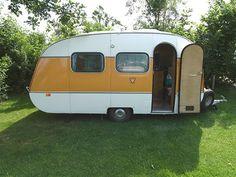 SMV 24 LSR - een geweldige oldtimer caravan. Ik had er zo een met een donkergroene rand. Veel mee op wintersport geweest. De binnenkant lijkt op een roef van een boot. Gezellig!!