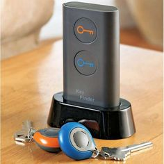 The Smart Key Finder helps you track down lost keys in no time. By pushing a button, this intelligent tracking device helps locate one's keys. To use, attach a colored receiver to your key chain. The next time they are misplaced, press the appropriately colored corresponding button and your keys will begin beeping.