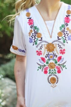 Embroidered blouse | prettylifeanonymous.blogspot.com