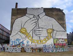 Image issue du site Web http://www.laboiteverte.fr/wp-content/uploads/2011/05/BLU-peinture-murale-graffiti-berlin3.jpg