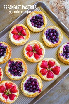 Fruit and CREAM CHEESE DANISH PASTRY are as beautiful as they are delicious! These breakfast pastries are perfect for Sunday brunch, a breakfast party, Father's Day, Mother's Day and more. You're going to absolutely love this easy cream cheese puff pastry Puff Pastry Desserts, Puff Pastry Recipes, Cream Cheese Recipes, Puff Pastries, Cream Cheeses, Danish Pastries, Pastries Recipes, Danish Recipes, Cream Cheese Puff Pastry