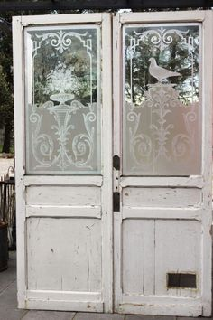 THE ETCHING ON THE GLASS OF THESE BEAUTIFUL DOORS, IS NOTHING SHORT OF SUPERB!! - SO LOVING THESE!! ✳✳✳