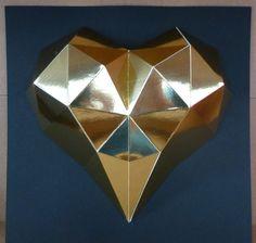 Royal+HEART+Zlaté+srdce+Budete+potřebovat:+nůžky,+lepidlo,+pravítko,+troch+času+a+trpělivost+Obtížnost:+lehká+Velikost+:+21x21x3cm+Obsah:+5+dílů+-+instrukce+Doporučujeme+:+k+lepení+zrcadlových+papírůpoužijte+univerzální+lepidlo+(např.UHU)+Pro+naše+2,5D+modely+používáme+kvalitnístálobarevné+a+...